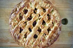 Traditional Dutch Appeltaart recipe – a super easy apple, cinnamon and raisin tart