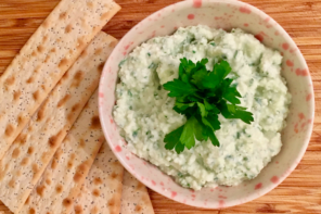 Tangy and creamy goats cheese, lemon and parsley dip